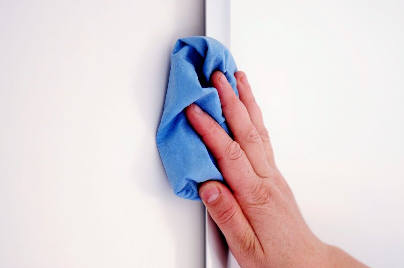 04-8-spring-cleaning-tips-wash-walls